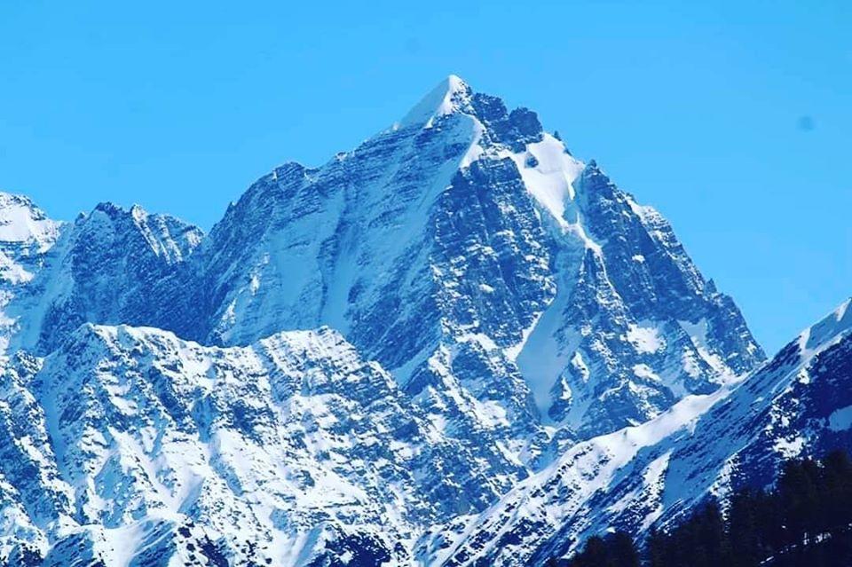 manimahesh mountain trek with snow